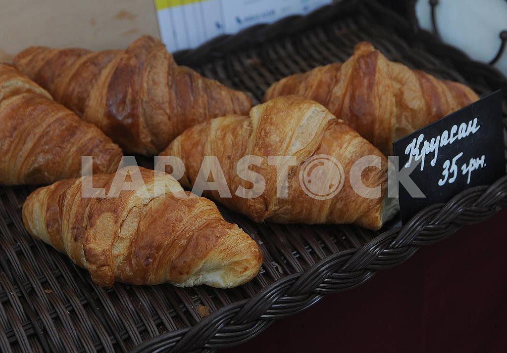 Croissants on a wooden basket — Image 80238