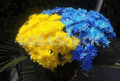 Basket with yellow-blue flowers in Kiev