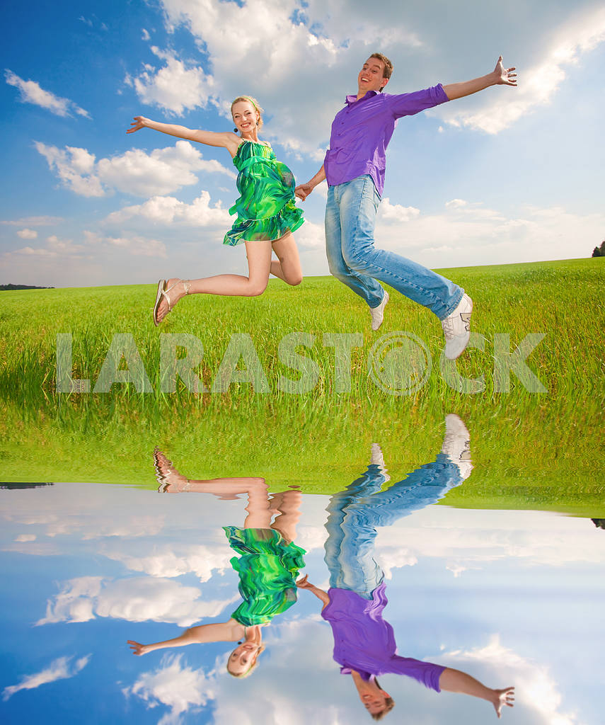 Happy people is jumping in field — Image 8274