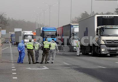 Контрольно-пропускной пункт в связи с карантином на въезде в Киев