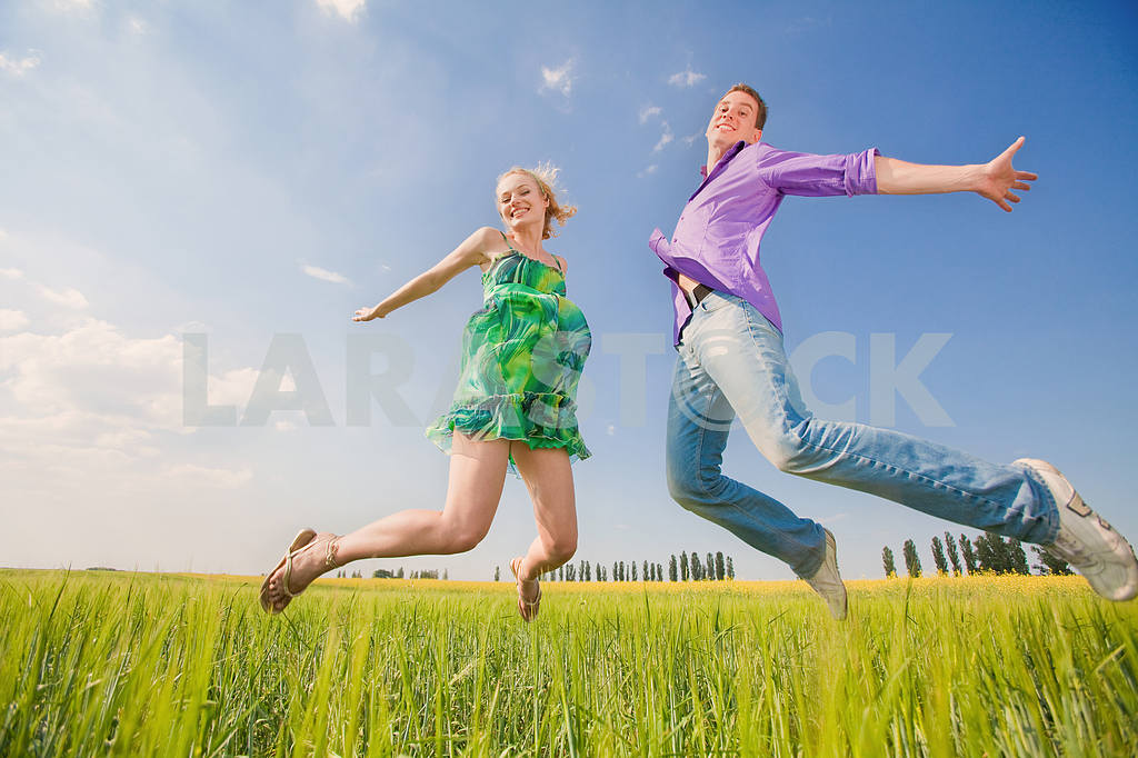 Happy people is jumping in field — Image 8303