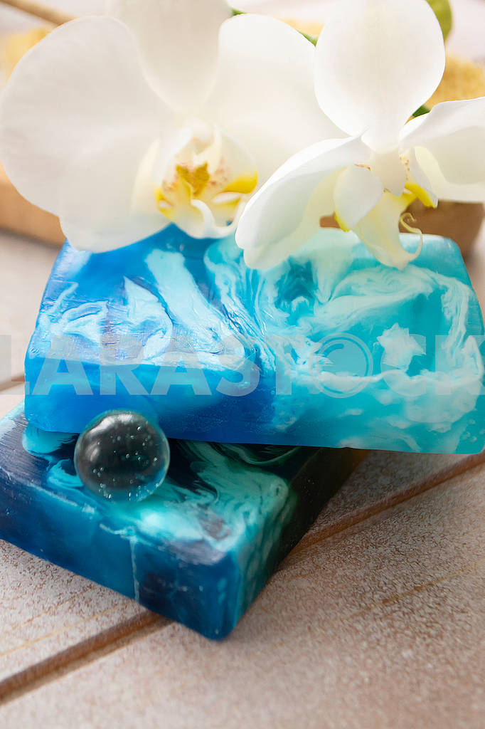 Blue set for bath with sea organic soap, vertical image — Image 83078