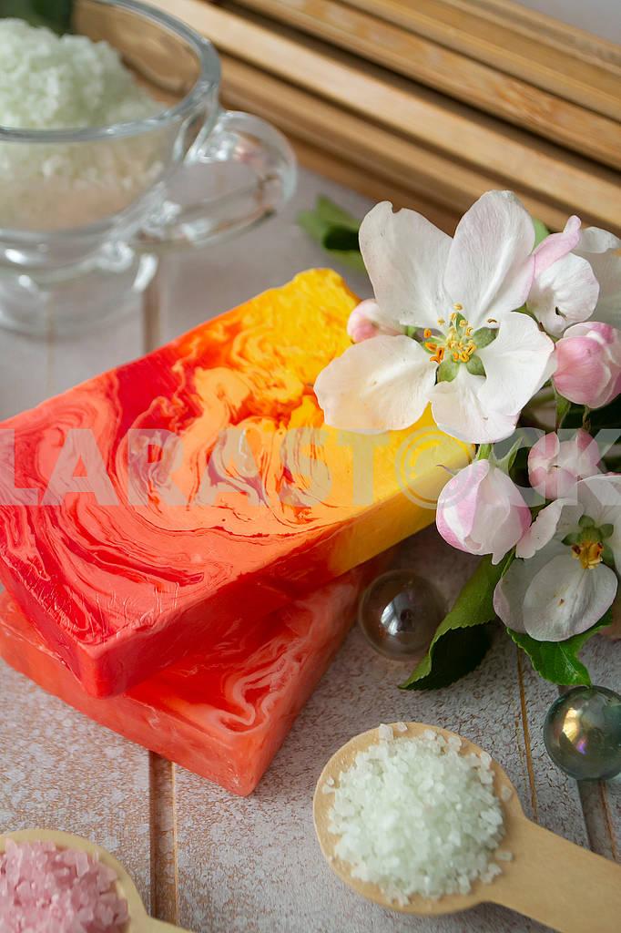 Bar of natural soap with bath sea salt and pink sakura flowers. — Image 83087