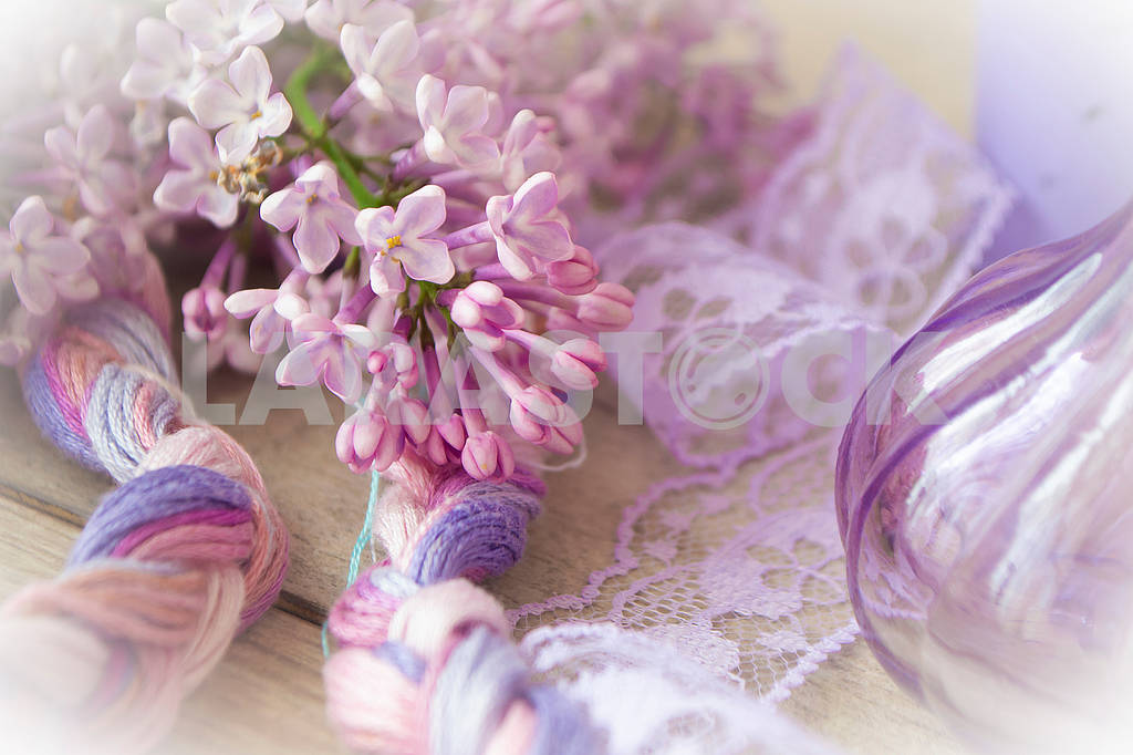 Happy mothers day concept. Lilac flowers, violet glass and ribbon. Stylish floral greeting card — Image 83224
