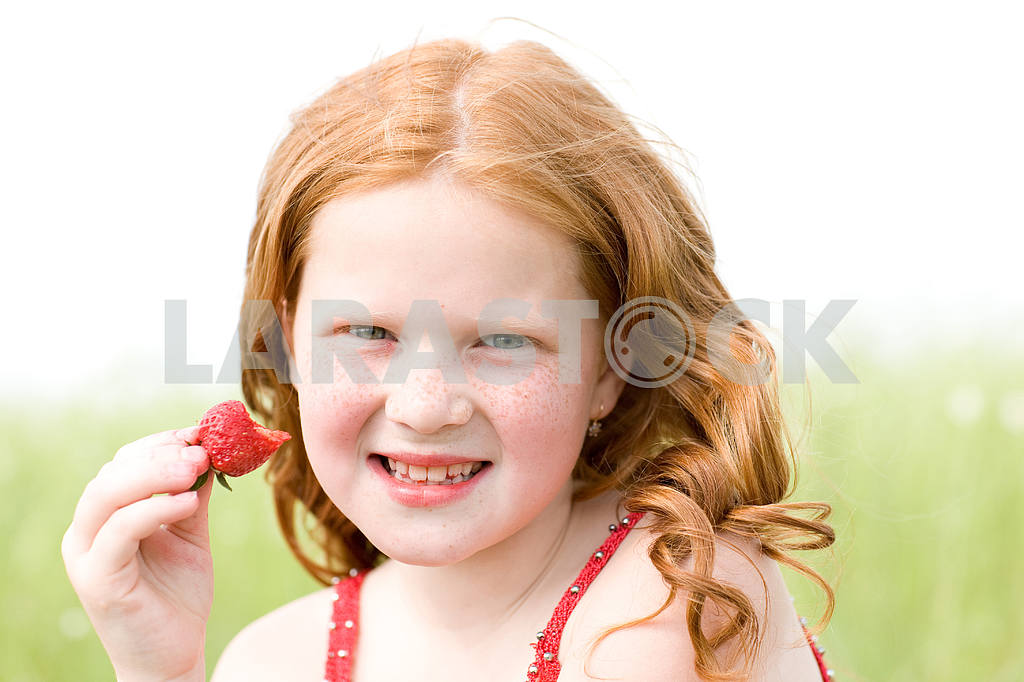Girl which eats a strawberry. Soft focus. Focus on eyes. — Image 8471