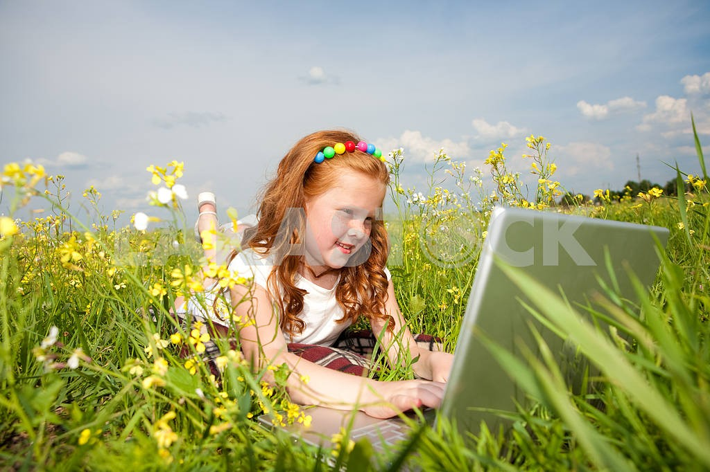 Girl with laptop resting on meadow. — Image 8512