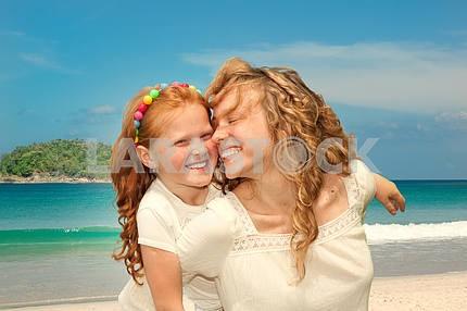 Мама и дочь с удовольствием
