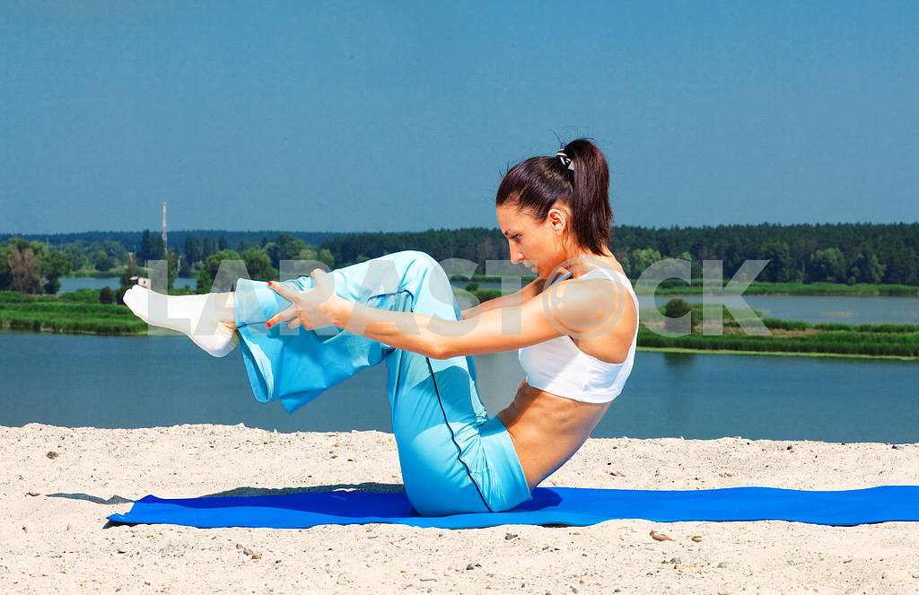 Sporting a young girl has pilates — Image 8886