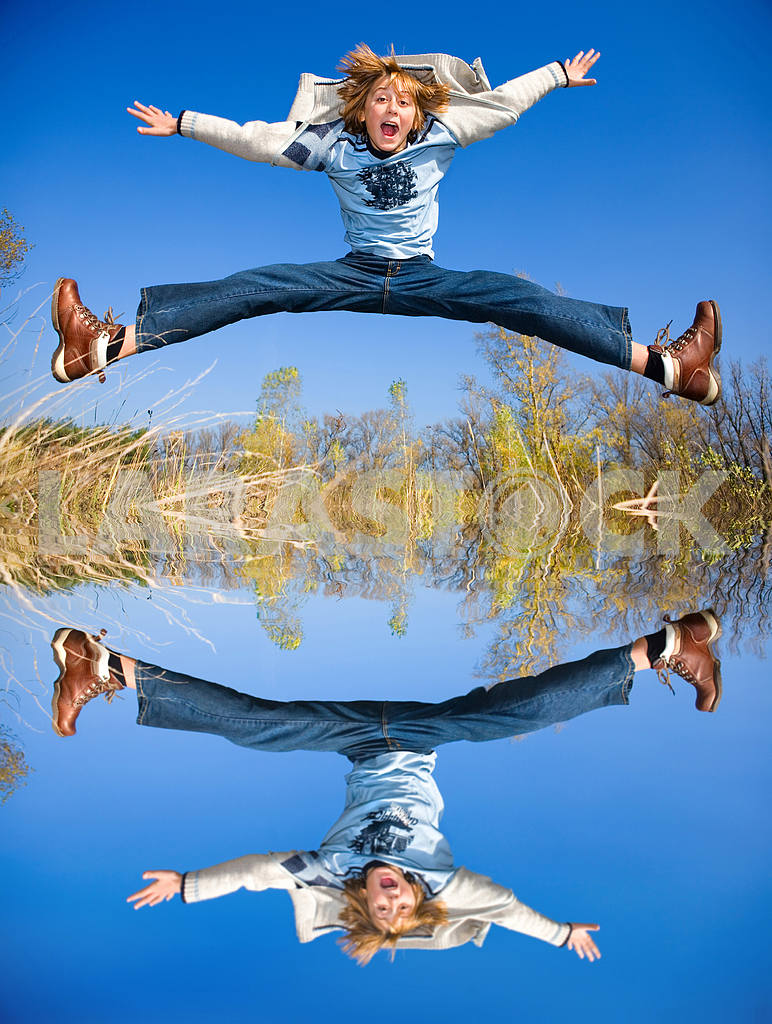 Happy jumping boy. Reflected in the water — Image 9013