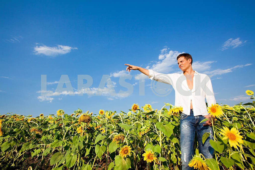 Happy young man shows the direction of hand — Image 9043