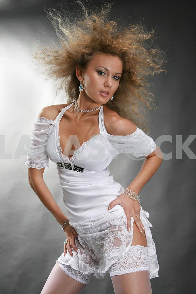 Beautiful young woman dancing — Image 9122