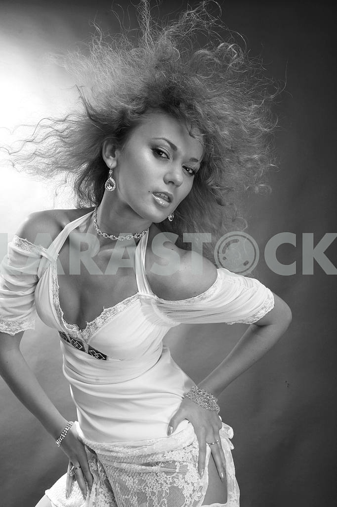 Portrait of a beautiful young luxury woman — Image 9126