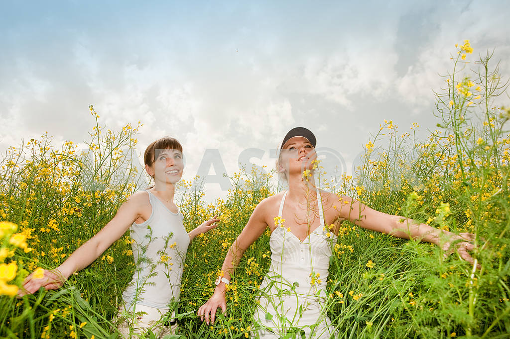Two happy young women in field — Image 9272