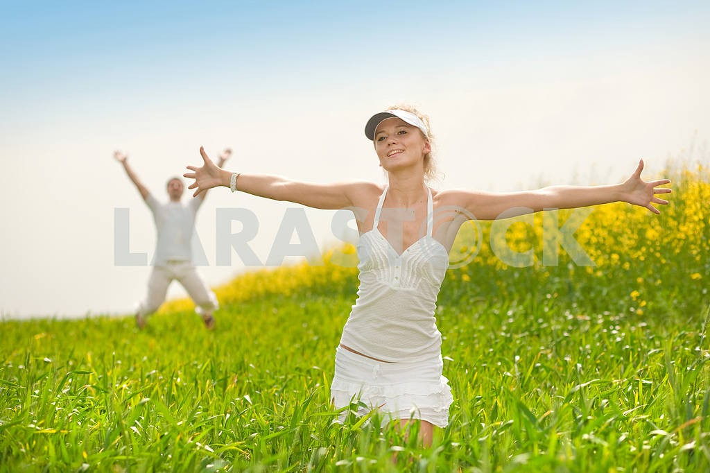 Happy people is jumping in field — Image 9315