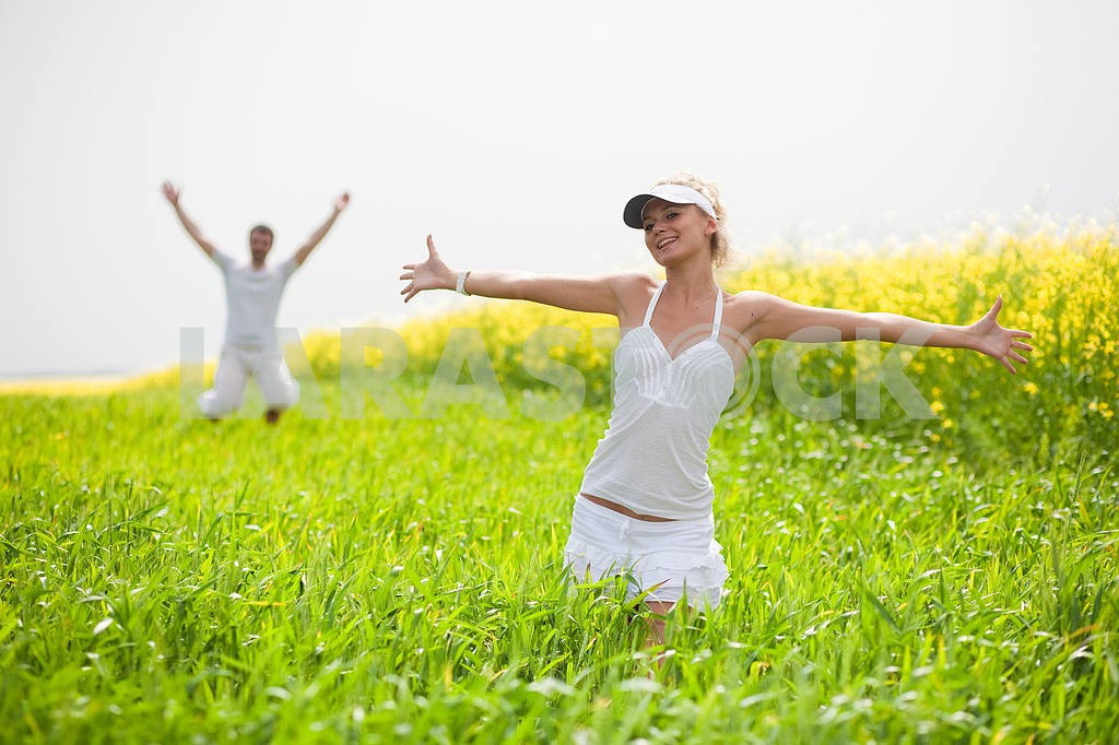 Happy people is jumping in field — Image 9316