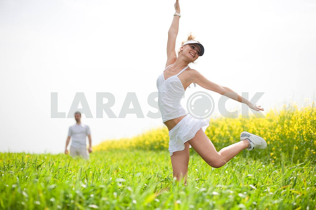 Happy people is jumping in field — Image 9319