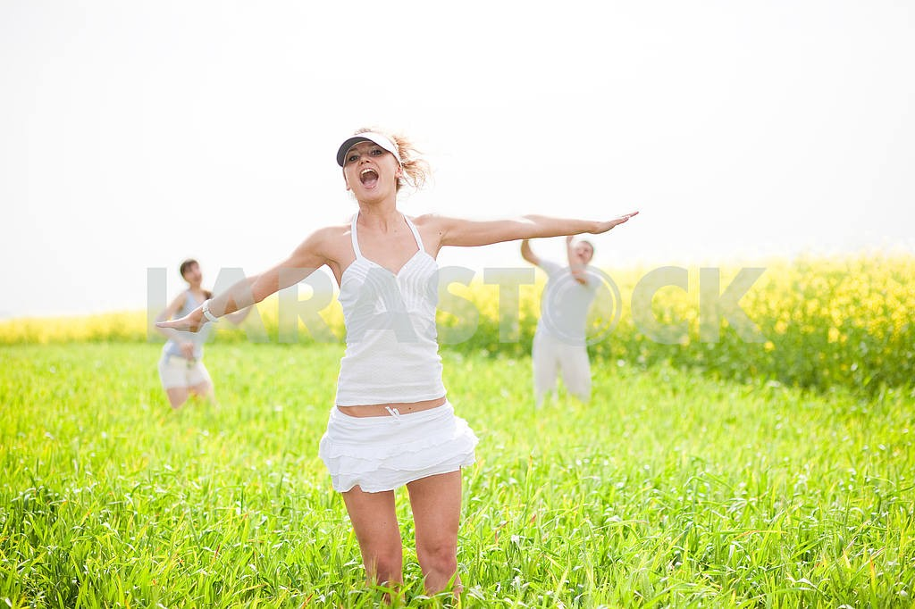 Happy people is jumping in field — Image 9323