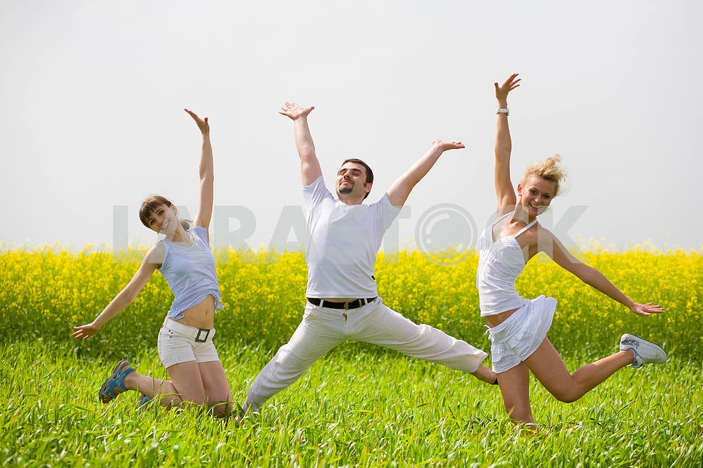 Happy people is jumping in field — Image 9332