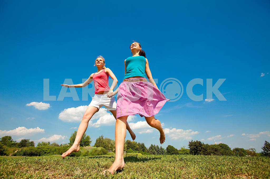 Happy people is jumping in field — Image 9663