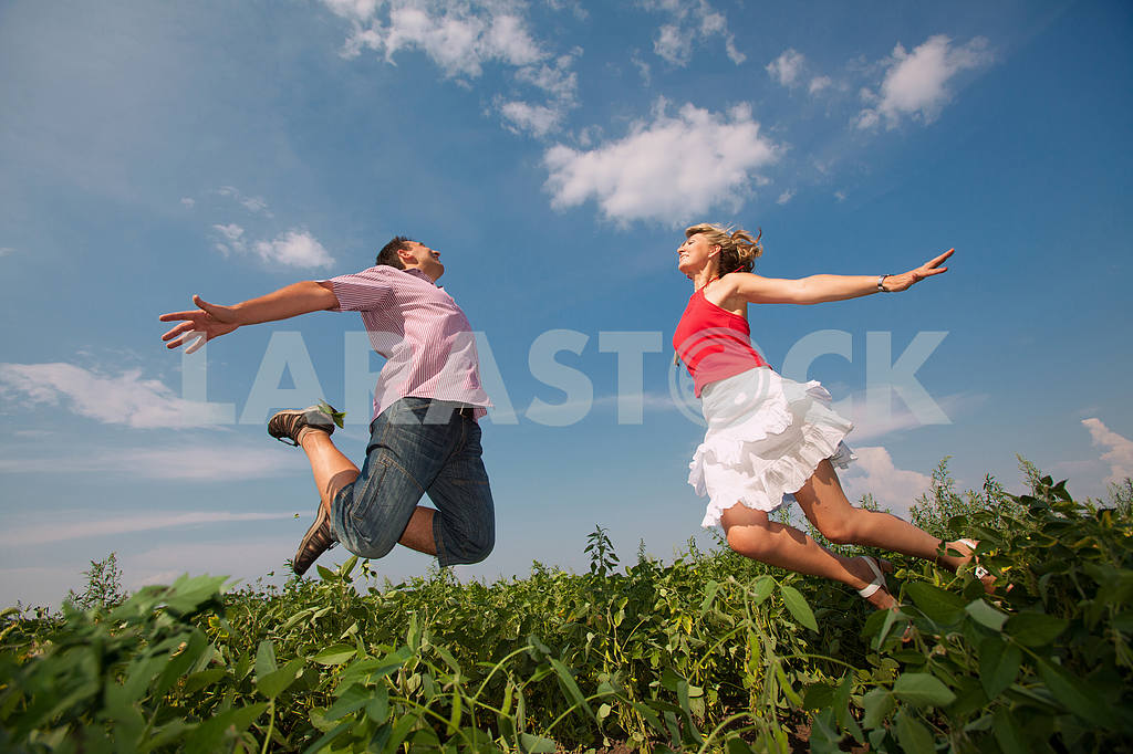 Happy people is jumping in field — Image 9683