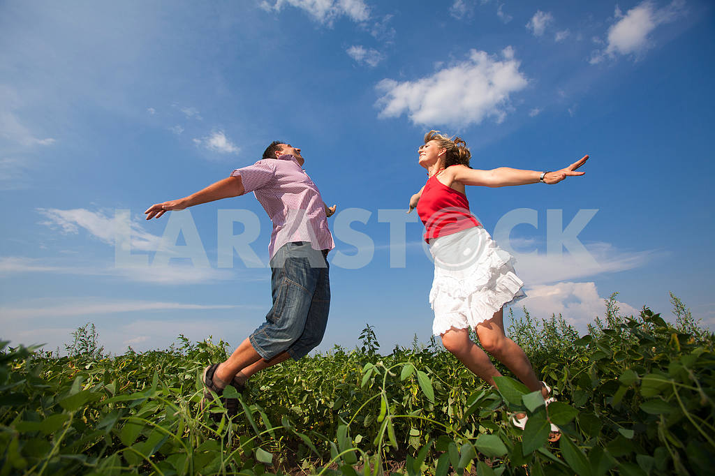 Happy people is jumping in field — Image 9684