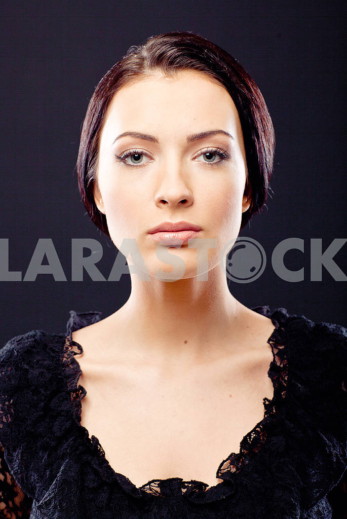 Portrait of a beautiful young luxury woman — Image 9745