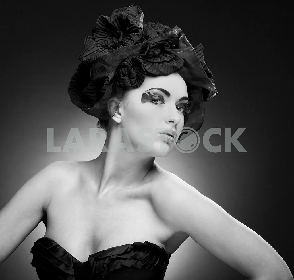 Черный и белый Крупным планом портрет красивой молодой женщины. ФАС — Изображение 9762