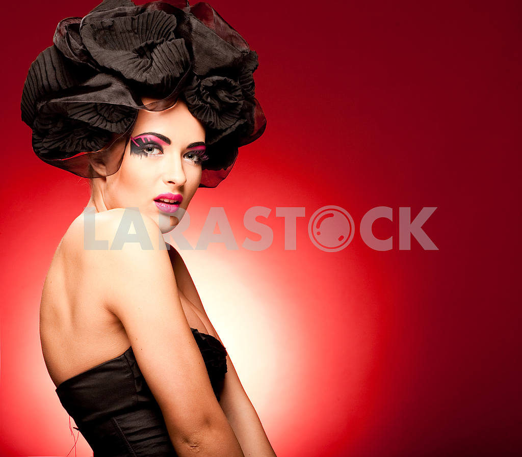 Portrait of a beautiful young Luxury woman — Image 9861