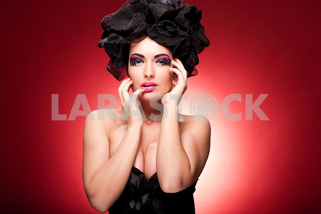 Closeup portrait of a beautiful young woman. Fashion art photo — Image 9875